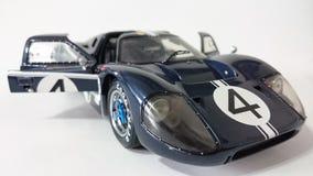 Mörker - blåa Ford Gt 40 tävlings- bil Arkivbild
