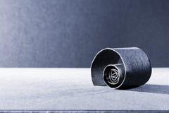 Mörker - blått abstrakt begrepp, bakgrundsbild av en pappers- spiral Royaltyfria Bilder