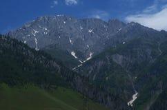 Mörker - blått berg i Sonamarg Royaltyfria Bilder