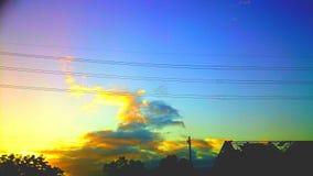 Mörker - blått- och apelsinhimmel Arkivfoton