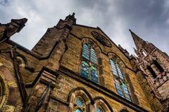 Mörker fördunklar över en gammal kyrka i Boston, Massachusetts arkivbild
