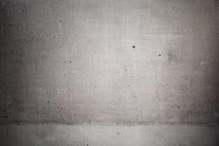Mörker - grå betongvägg med karaktärsteckningeffekt royaltyfria bilder