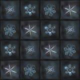 Mörker - grå collage med verkliga snöflingamakrofoto Arkivfoton