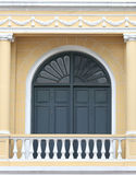 Mörker - grå dörr Royaltyfria Foton