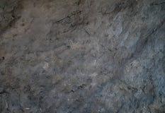 Mörker - gråa naturliga kritiserar stentextur eller bakgrund Royaltyfri Fotografi