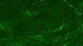 Mörker - grön låg poly vinkande yttersida som overkligt landskap Mörker - grön polygonal geometrisk vibrerande miljö eller stock video