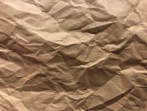 Mörker och ljus - bryna, laga mat med grädde brädet som skrynklig folie som förgyller papper Arkivfoton