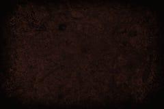 Mörker - röd skrapad grungeväggbakgrund eller textur Arkivbilder