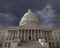 MörkerSky över den Förenta staterna capitolen Arkivfoto