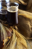 Mörkt öl i halva liter Royaltyfri Foto