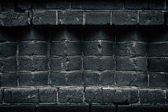 Mörkt gammalt svart murverk - tegelstenhörn - - grå bakgrund royaltyfri bild