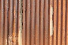 Mörkt rostigt på metalltextur Fotografering för Bildbyråer