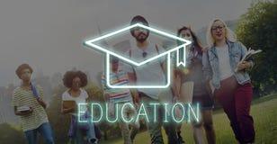 Mörser-Brett-Bildungs-Erfolgs-Ikonen-Konzept Stockfoto