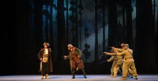 """Möt på på en smal bana-Peking opera som """"Taking Tiger Montain By Strategyâ € Arkivbilder"""