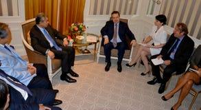 Möte av ministern av utländskt - angelägenheter av Serbien Ivica Dacic och Ahmad Zahid Hamidi, ställföreträdande Prime Minister a Fotografering för Bildbyråer