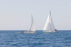 Möte av seglingyachter Royaltyfria Bilder