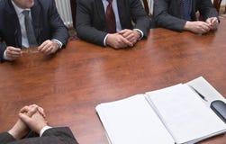 möte för 3 händer Arkivfoton