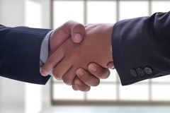 möte för partnerskap för affär för affärsmanhandskakning yrkesmässigt Royaltyfri Bild
