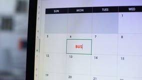 Möte för personplanläggningsaffär, planlagd datum i kalender på datoren, arbete lager videofilmer