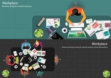 Möte för vektoraffärsmankläckning av ideer i kontoret och den mobila minnestavlateknologin som meddelar med världsomspännande kun Royaltyfri Foto
