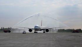 Möte om ankomst av det första flyget med vatten saluterar Royaltyfria Bilder