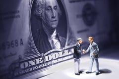 mötepengar över Arkivfoto