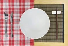 möter östlig fusion för matlagning västra royaltyfri bild