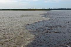 Mötet av bevattnar, Amazon River arkivbilder