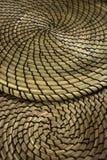 Múltiplo de Fibonacci que pone en contraste las esteras espiral formadas de la hierba seca Fotos de archivo