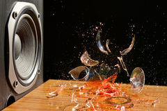 A música alta pode causar dano - tiro do estúdio Fotografia de Stock Royalty Free