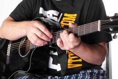 Música - corda acústica elétrica preta do guitarrista Imagem de Stock Royalty Free