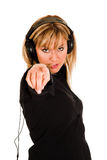 Música de escuta bonita da mulher nova Fotos de Stock