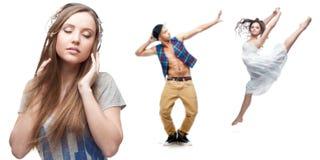 Música de escuta da jovem mulher e dois dançarinos no fundo Foto de Stock