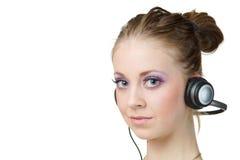Música de escuta da mulher e vista de você fotografia de stock royalty free