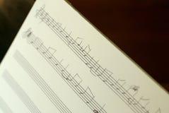 Música de folha escrita à mão Imagens de Stock