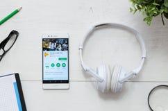 A música de Google é um serviço que ofereça a música de fluência legal Imagens de Stock Royalty Free