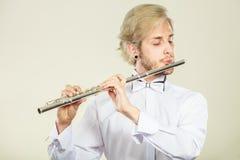 Música de la flauta que juega al ejecutante del músico del flautista Imágenes de archivo libres de regalías