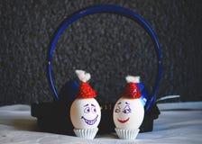 Música del auricular para hacer los huevos felices fotos de archivo