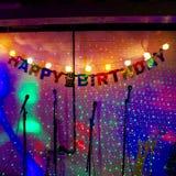 Música do feliz aniversario em sparkles foto de stock royalty free