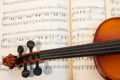Música do violino e de folha do vintage Fotos de Stock