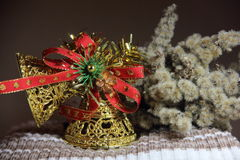 A música dos sinos de Natal e do ramo seco floresce Foto de Stock