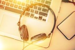 Música em linha que escuta Foto de Stock