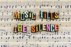 A música enche o silêncio silencioso foto de stock royalty free