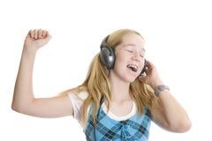 Música impresionante en los auriculares adolescentes Imágenes de archivo libres de regalías