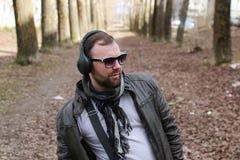 Música masculina de la moda de la calle Foto de archivo libre de regalías