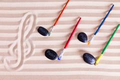 Música, pintura e divertimento na praia para atividades do recurso Foto de Stock Royalty Free