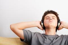 Música que escucha Imágenes de archivo libres de regalías