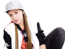 Música que escucha de la muchacha adolescente por los auriculares sobre blanco Fotografía de archivo