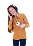 Música que escucha de la muchacha del adolescente con el móvil Imágenes de archivo libres de regalías
