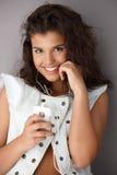 Música que escucha de la muchacha feliz Imagen de archivo libre de regalías